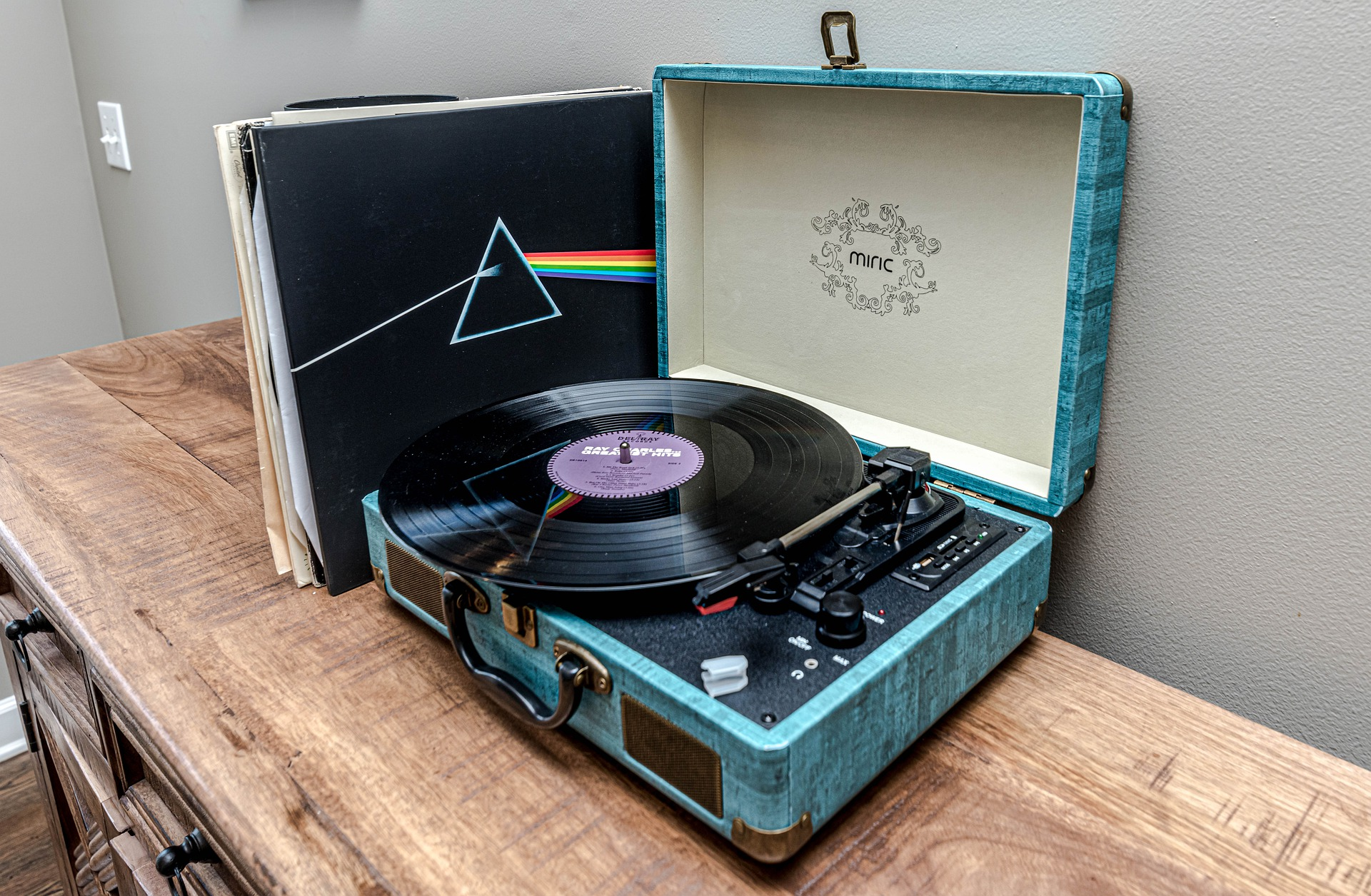 pink floyd vinyl 1920x1255 - Free image bank